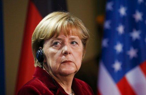 Боллман рассказал о телефонных «дуэлях» Меркель с Путиным из-за Крыма
