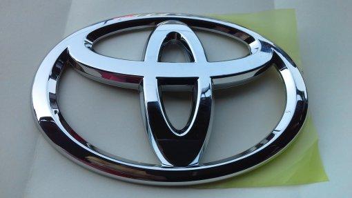 Toyota хочет замедлить переход США на электромобили