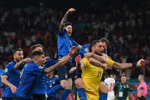 Итальянская сборная стала чемпионом Европы, опередив сборную Англии в серии пенальти