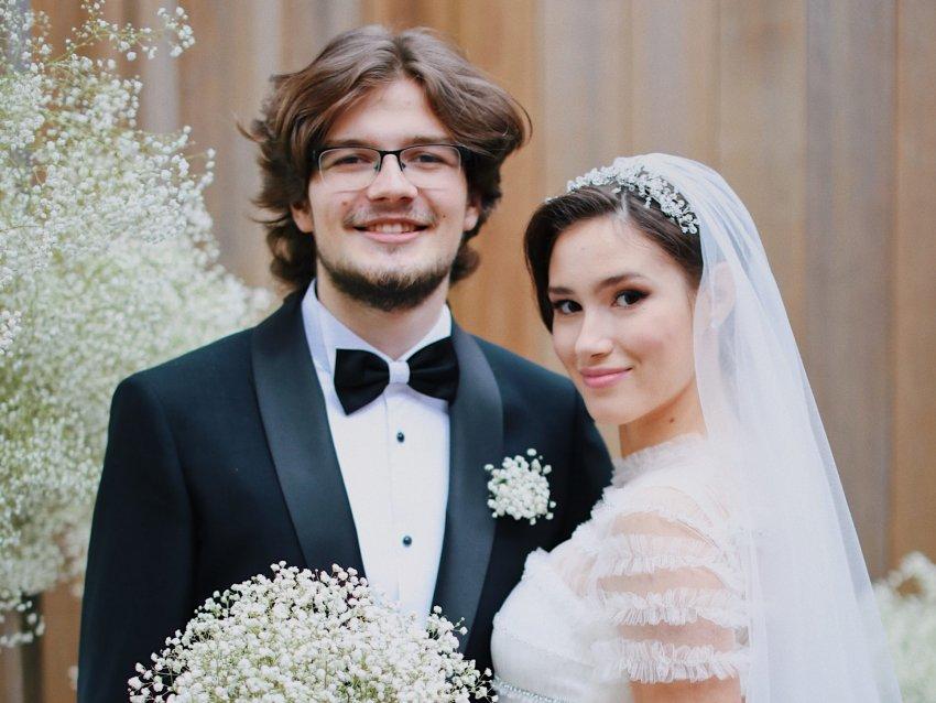 19-летняя Дина Немцова развелась с мужем через полгода после свадьбы