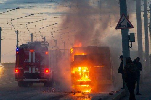 На Володарском мосту в Санкт-Петербурге произошло возгорание пассажирского автобуса