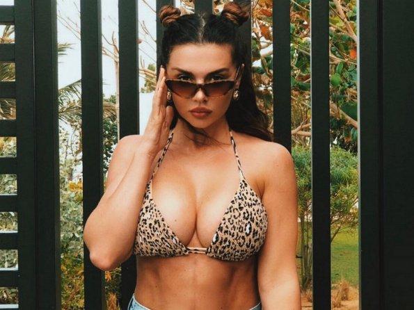 Седокова восхитила фанатов снимком в откровенном купальнике
