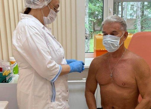 69-летний певец Олег Газманов сообщил, что сделал прививку от коронавируса