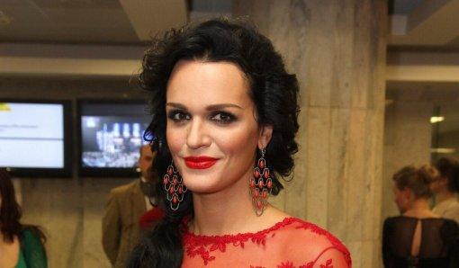 Певица Слава призналась, что испытывает сильную тягу к алкоголю