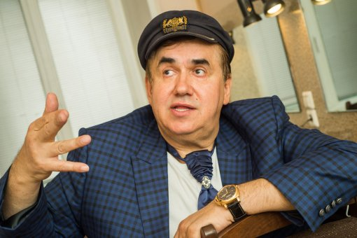 Актер Станислав Садальский раскритиковал качество памятника на могиле Галины Волчек