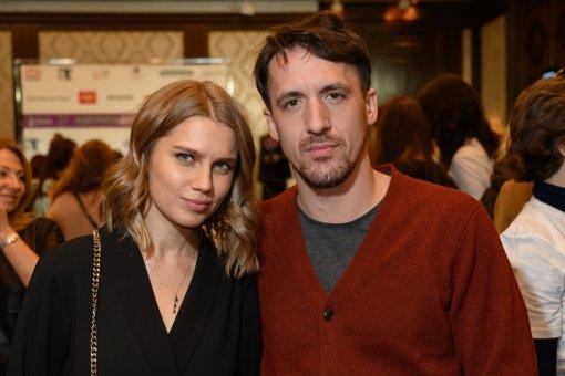 Актриса Дарья Мельникова сообщила о разводе с Артуром Смольяниновым