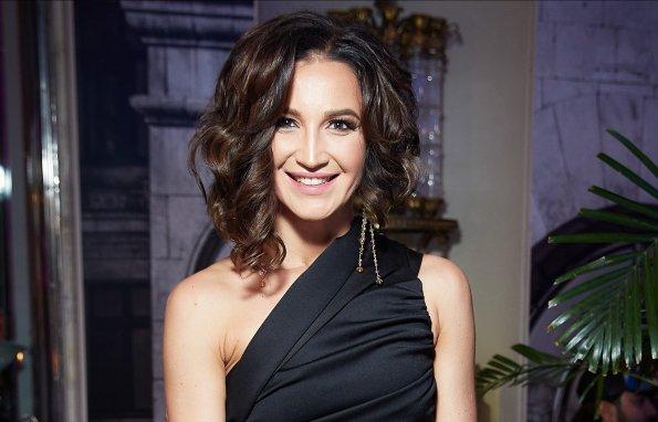 Ольга Бузова пришла на премьеру фильма о Водяновой в ярком мини-костюме