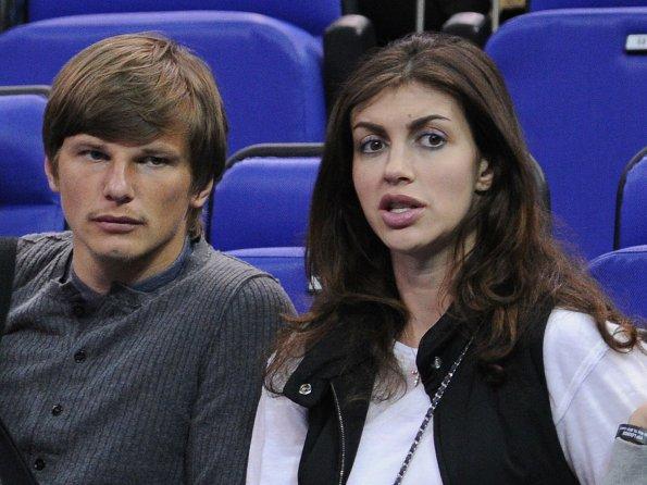 Мать Андрея Аршавина выиграла судебный процесс у экс-супруги футболиста Алисы Казьминой о выселении