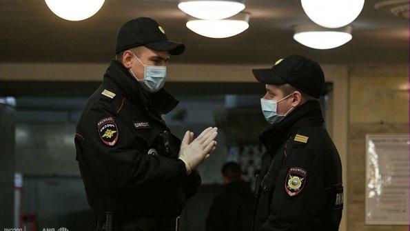 Сотрудники полиции Польши патрулируют улицы Петербурга на Евро-2020 вместе российскими полицейскими