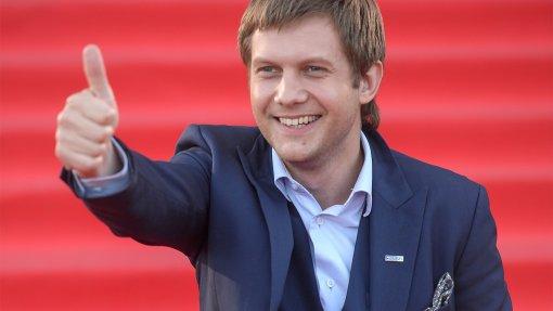 Исхудавший Борис Корчевников показал оголенный торс, поклонницы разделились на два лагеря