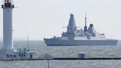 Командир морской авиации ВМФ рассказал о бомбежке по курсу британского эсминца Defender