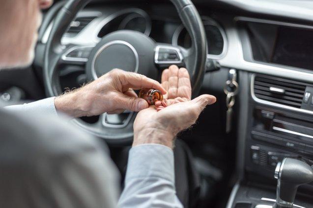 Автоэксперт Холодов рассказал о лекарственных препаратах, которые запрещены к приему за рулем