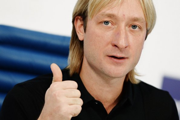 Фигурист Александр Жулин рассказал, что Евгений Плющенко потрясающе играет в футбол