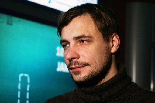 Актер Евгений Цыганов показал фото с детьми, сделанное в лифте