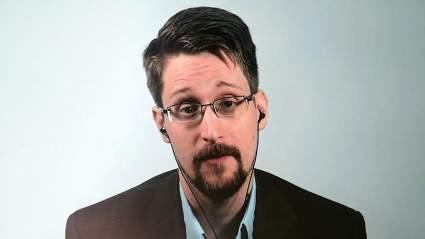 Эдвард Сноуден подаёт документы для получения российского гражданства