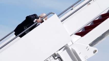 Экс-советник Дональда Трампа назвал поведение Джо Байдена угрозой безопасности США