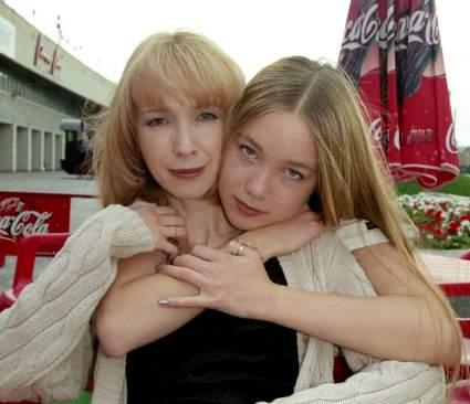 Дарья Мороз почтила память погибшей в автокатастрофе матери Марины Левтовой
