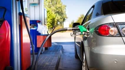 Эксперт Егор Васильев перечислил водителям в России способы снизить расход топлива на автомобилях