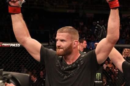 Блахович одержал победу над Адесаньей и защитил титул чемпиона UFC