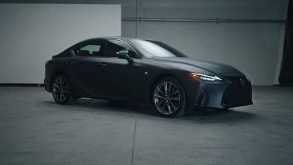 Lexus IS Wax Edition оснастили проигрывателем виниловых пластинок
