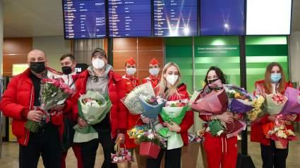 Сборная России по фигурному катанию приземлилась в Москве после чемпионата мира в Швеции