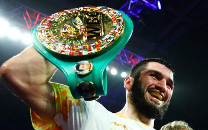 Чемпион мира по боксу Артур Бетербиев заявил, что в российском боксе произошла революция
