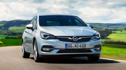Opel Astra нового поколения попал на фото во время тестов