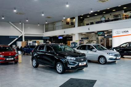Дефицит новых автомобилей у российских дилеров пошел на спад
