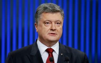 Петр Порошенко заявил, что лучше пожимать руки, чем заглядывать в глаза Путину