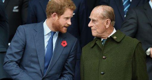 Эксперты королевской семьи обвинили принца Гарри в оскорблении умершего деда принца Филиппа