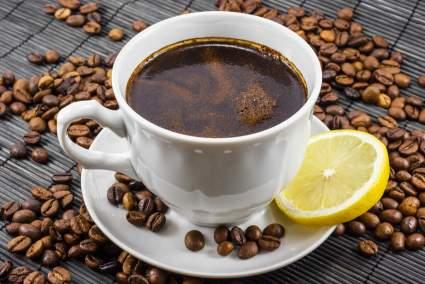 Harper's Bazaar: кофе с добавлением лимона становится в два раза полезнее для организма