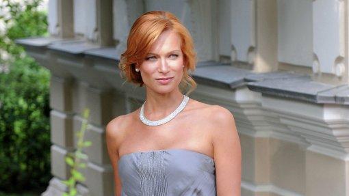 Актриса Олеся Судзиловская получила награду «Самая роскошная мама» на церемонии MAMA's AWARDS