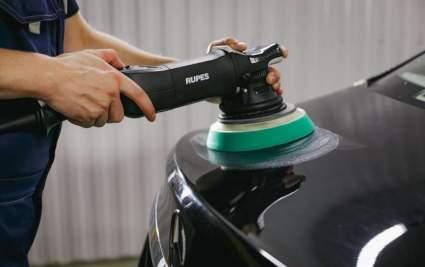 Водителям в РФ рассказали, как может повредиться кузов автомобиля при полировке