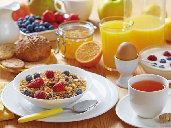 Диетологи раскрыли секрет полезного завтрака и назвали лучшие сочетания продуктов