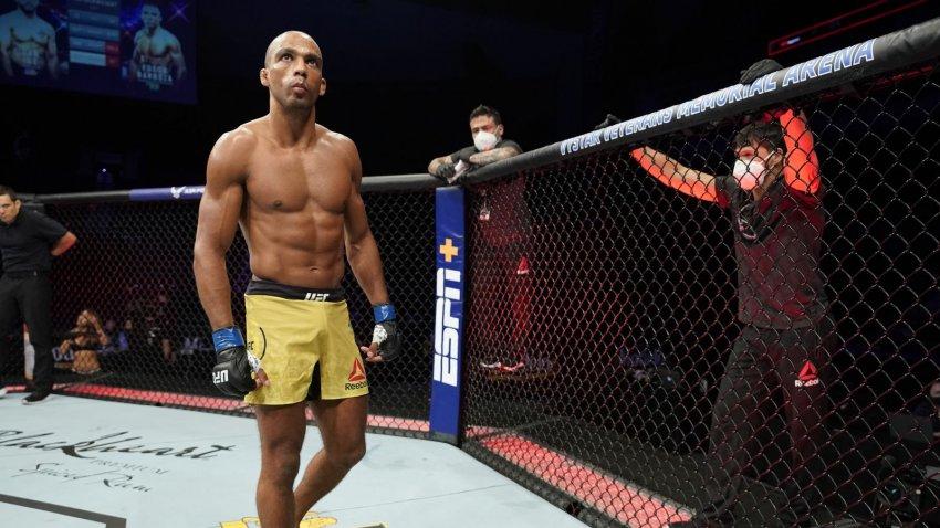 Полулегковес UFC Эдсон Барбоза хочет бой с Забитом Магомедшариповым