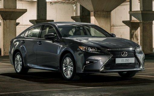 Российским автомобилистам назвали преимущества и недостатки обновленного Lexus ES250