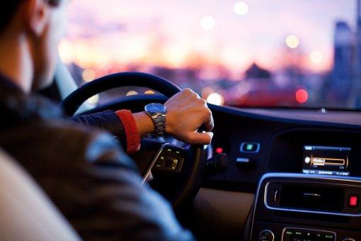 Российские водители считают владельцев BMW и Lada самыми агрессивными на дорогах