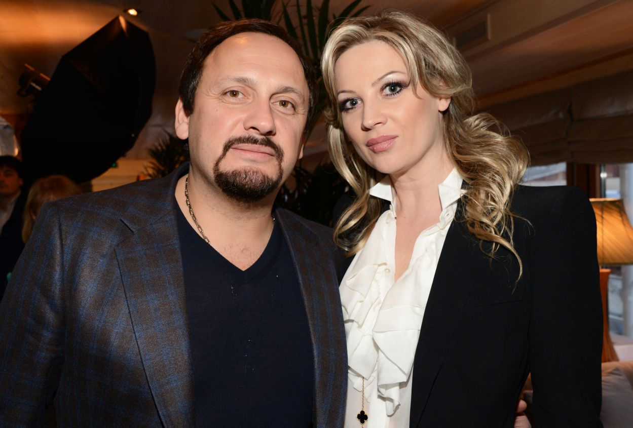Жена Стаса Михайлова пригрозила избить Шнурова за стихотворение о муже