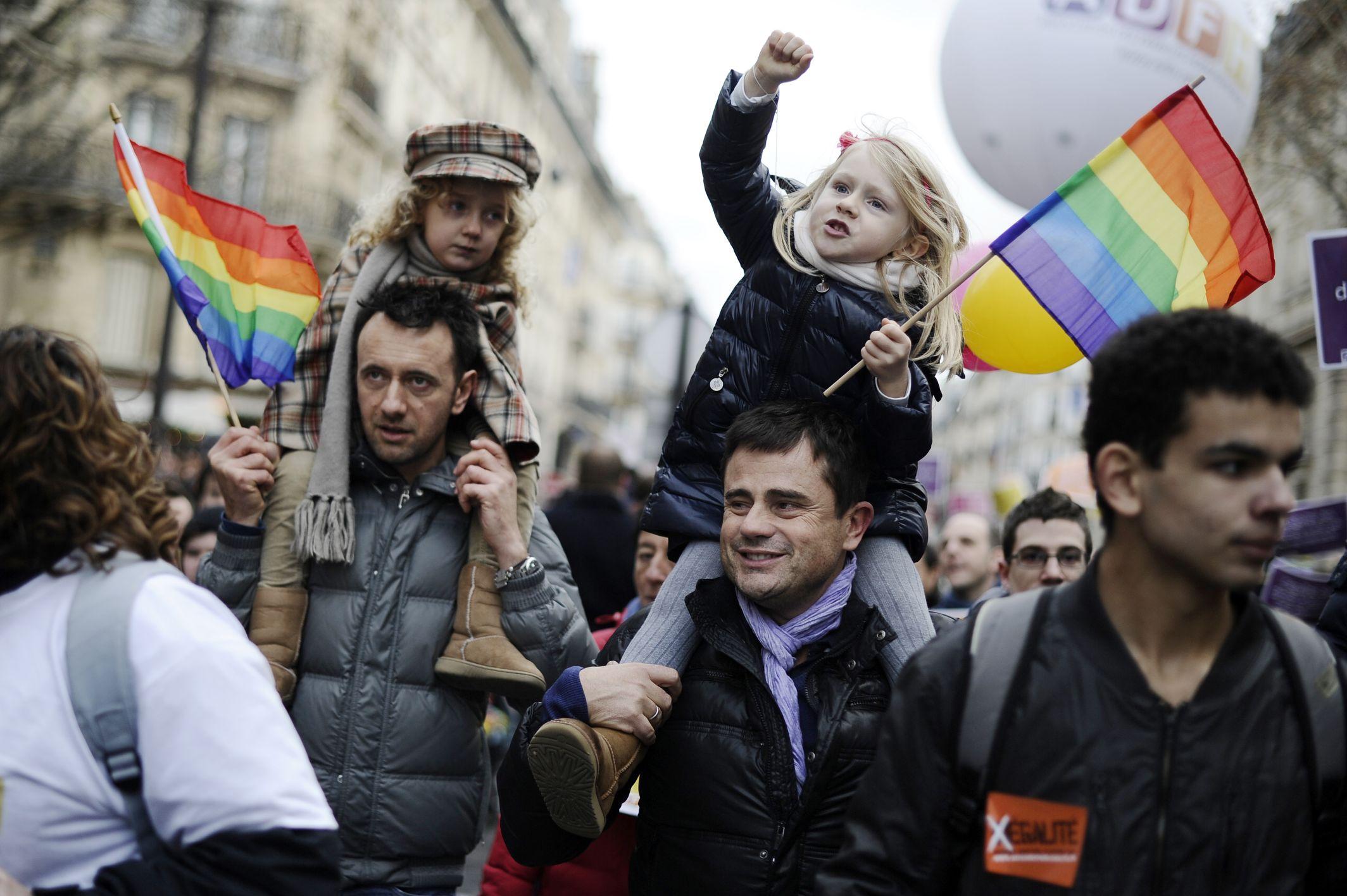 Госдума приняла законопроект о запрете заключенных за рубежом однополых браков