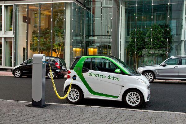 Великобритания запретит продавать автомобили на бензине и дизеле с 2030 года