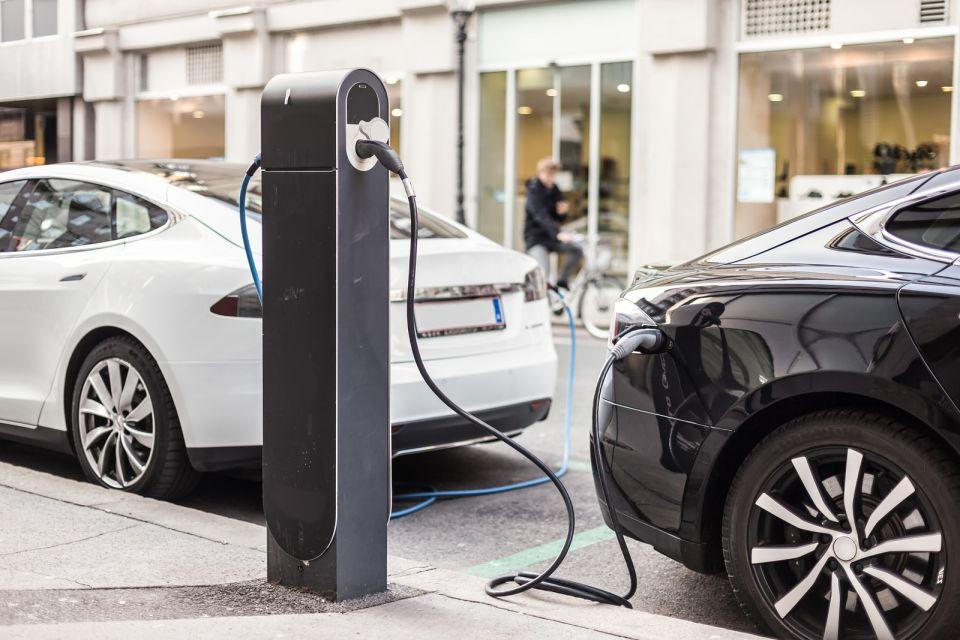 На Щелковском шоссе появились зарядки для электромобилей