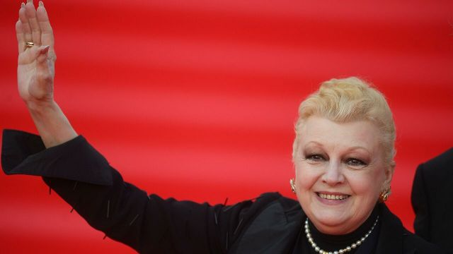 Вчера: Обвиняемая в хищении квартир Дрожжина присвоила себе звание заслуженной артистки