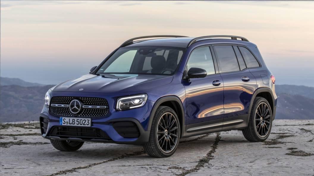 Mercedes-Benz отзывает в России 27 кроссоверов GLB