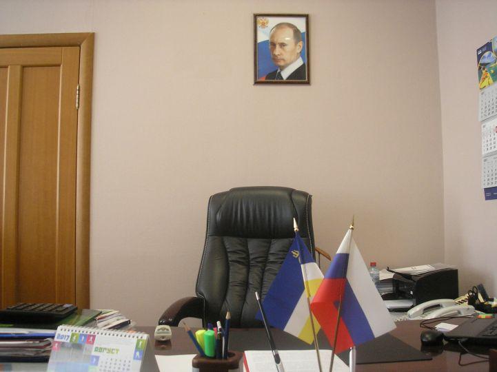 Песков посоветовал вешать в кабинетах портреты и Путина, и Пушкина