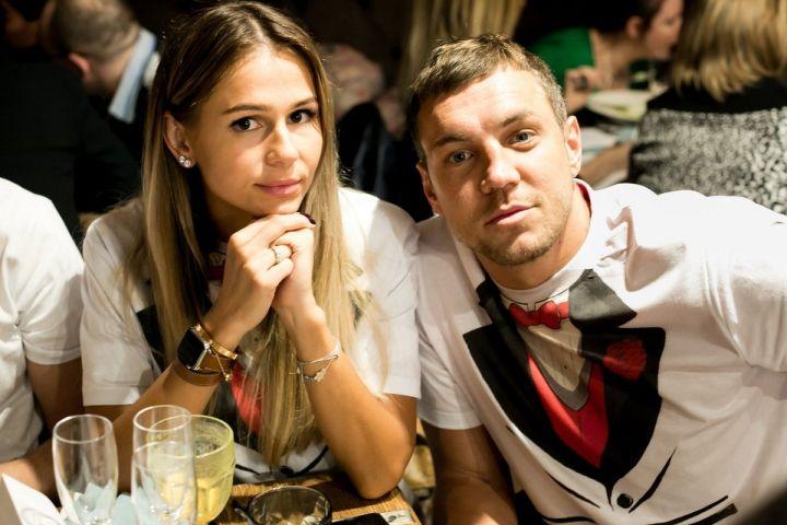 Жена Артема Дзюбы Кристина: что про нее известно и как она выглядит