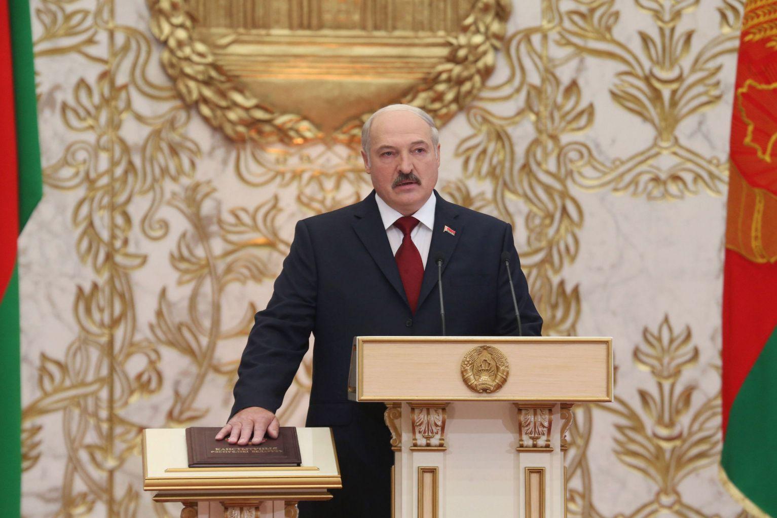 Лукашенко заявил, что является сторонником новой Конституции