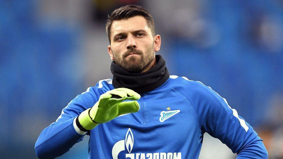 Лодыгин включил себя в тройку лучших вратарей России