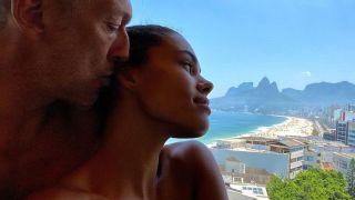Тина Кунаки и Венсан Кассель отдохнули с детьми на бразильском пляже