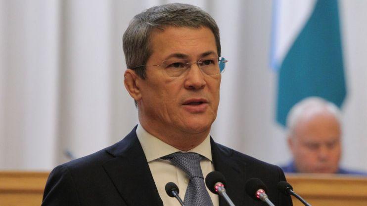 Глава Башкирии Хабиров запретил чиновникам покупать друг другу новогодние подарки