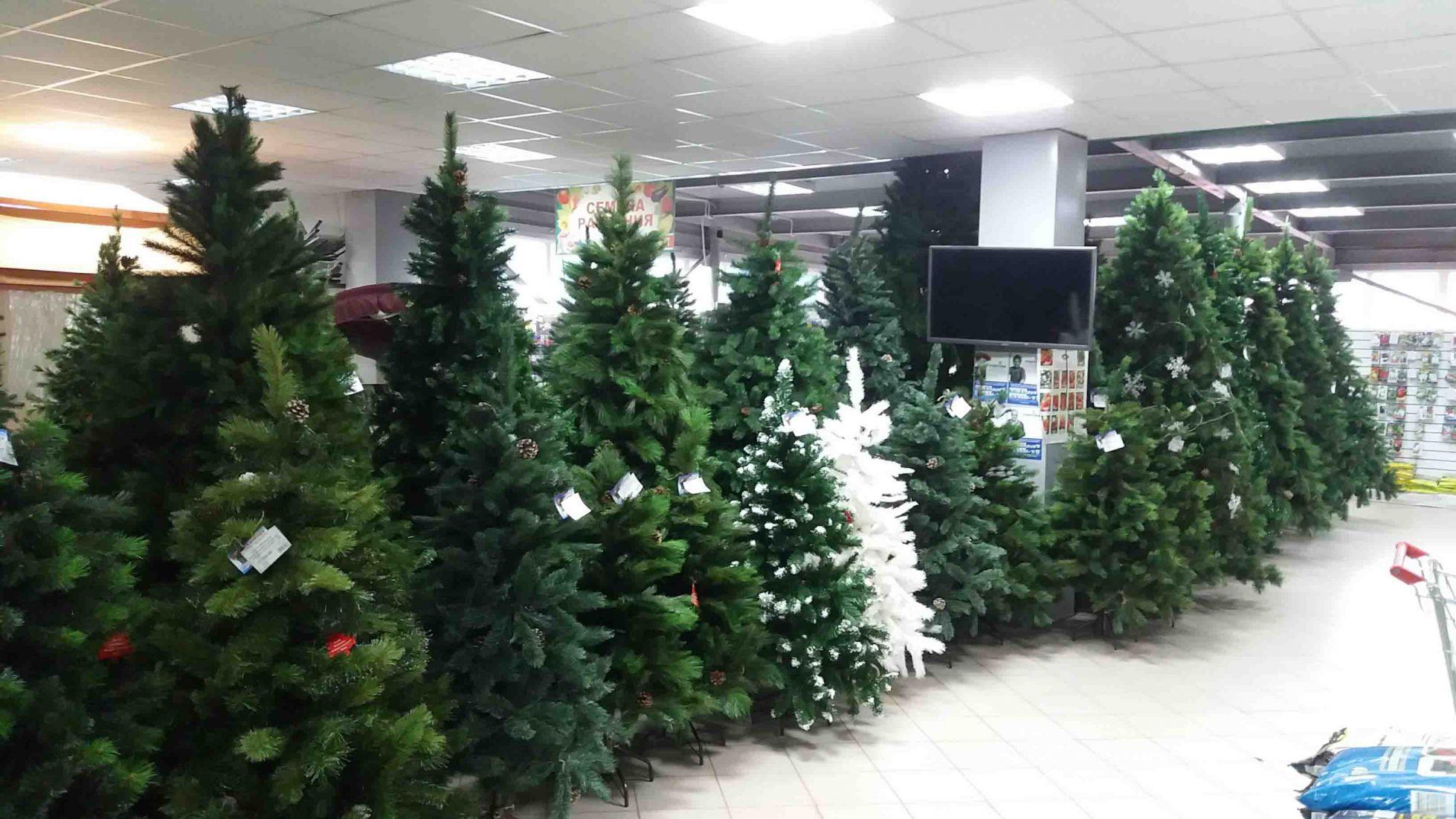 Россияне стали реже покупать искусственные новогодние елки на фоне пандемии